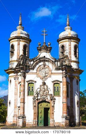 vista de la Igreja de Sao Francisco de Assis, de la ciudad de Patrimonio Mundial de la unesco de ouro preto en mina
