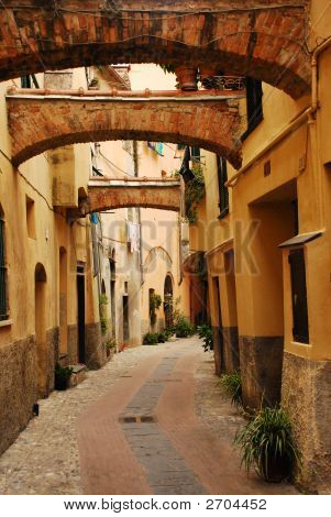Três arcos em uma rua de Borgo 2