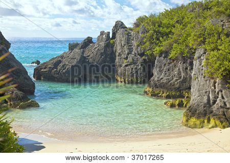 The beautiful secluded romantic Jobson Cove Beach on the south side of Bermuda.