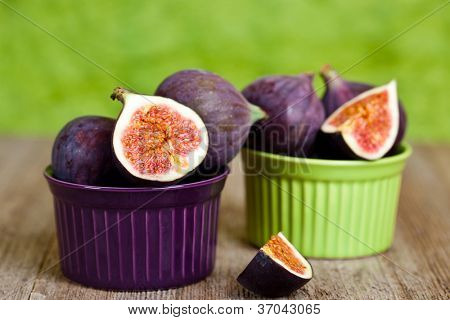 fresh figs in two bowls on rustic wooden table