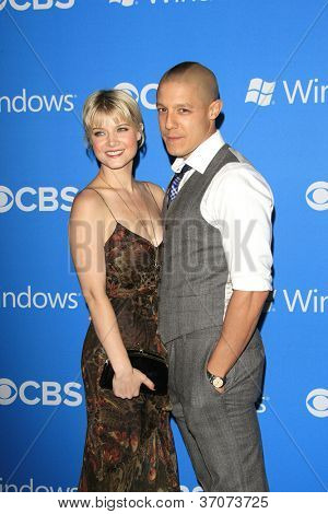 LOS ANGELES - SEP 18: Sarah Jones, Theo Rossi at the CBS 2012 Fall Premiere party at Greystone Manor on September 18, 2012 in Los Angeles, California