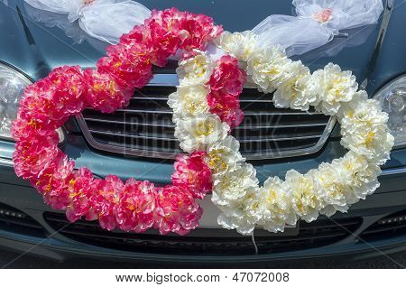 Wedding Car Decoration In The Form Of Hearts