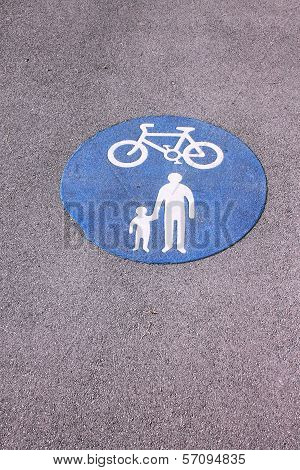 Shared foot and cycle path roundel sign