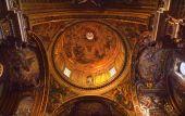 Постер, плакат: Goldon барокко купол и картины «Дитя Иисус» Иезуитской церкви Рим Италия