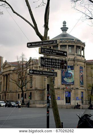Paris road signage