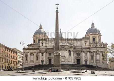 Tourists Visiting And Rest Near The Obelisk Eskvilin In Piazza Santa Maria Maggiore