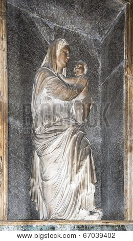 Statue Of Virgin Mary Above The Sarcophagus Raphael, Lorenzo Credi. Pantheon, Rome