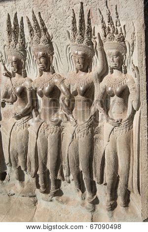 Bas-relief on the walls of the Angkor Watt