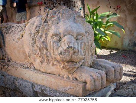 Lion protector sculpture