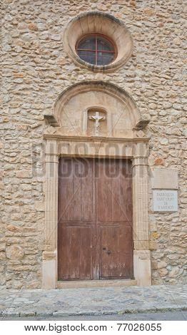 Detail door and cross