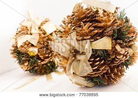Winter Pinecones Brilliant