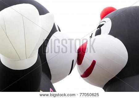 Balloons Kissing