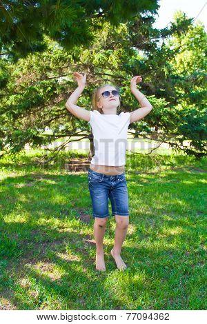 Dancing Girl In Sunglass With Sore Knee