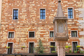 pic of tabernacle  - Tabernacle at Piazza dei Signori in Verona Italy - JPG