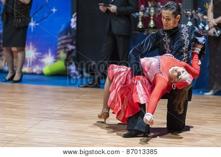 Minsk, Belarus-february 15,2015: Aitimbetov Mykola And Dolzhykova Jaroslava From Ukraine Performs Ad