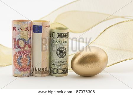 Three Major Currencies With Gold Egg