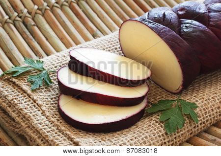 Treccia - Braided Mozzarella Cheese Marinated In Red Wine With Slices On Sackcloth