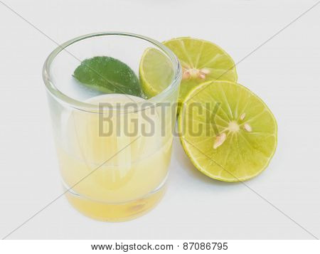 Close Up Lemon Juice With  Sliced Lemon