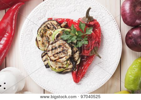Zucchini, aubergine and red bell pepper grilled on a barbecue