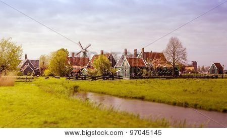 Zaanse Schans, Netherlands - May 5, 2015: Windmill And Rural Houses In Zaanse Schans.