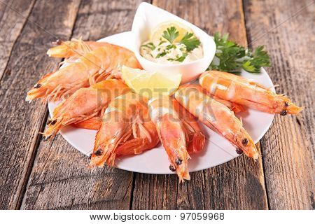 fresh shrimp and sauce