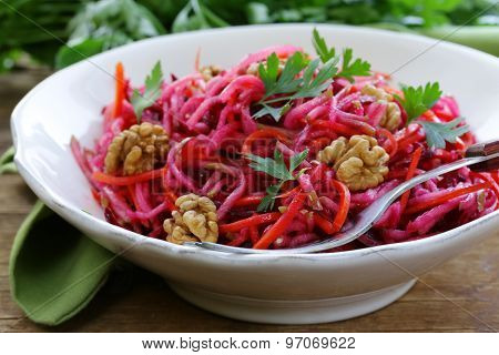 Salad with carrots, beetroot, apple and walnuts
