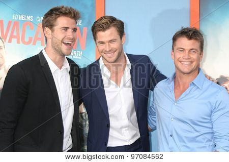 LOS ANGELES - JUL 27:  Liam Hemswroth, Chris Hemsworth, Luke Hemsworth at the