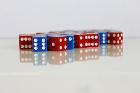 image of augen  - Wuerfel Spiel game play dice rot blau number - JPG