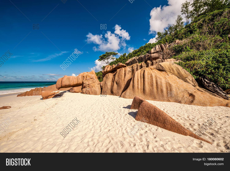 Beautiful beach seychelles la image photo bigstock for Beautiful beaches in la