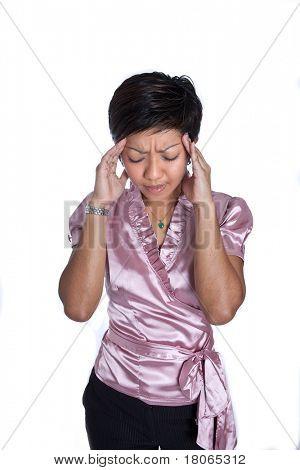 Geschäftsfrau, die starke Kopfschmerzen oder Migräne leiden