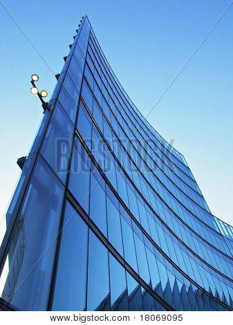 Edificio de cristal azul