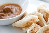 picture of malaysian food  - Malaysian crispy bread served with chicken curry - JPG