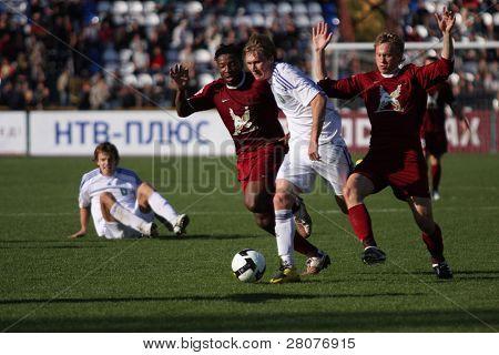 TOMSK, Rússia - 20 de setembro: Jogo de Futebol Campeonato da Rússia entre Tom'(Tomsk) - Rubin (Kazan