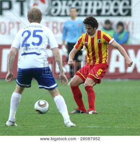 MOSCOW - MAY 15: Alania's midfielder George Floresku (R) and Dinamo's defender Denis Kolodin (L) in a game Dinamo Moscow vs. Alania Vladikavkaz - 2:0, May 15, 2010 in Moscow, Russia.