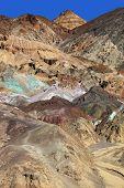 Постер, плакат: Разноцветные скалы в долине смерти США Знаменитая дорога «Художники палитра»
