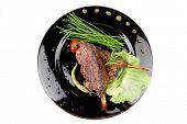 Постер, плакат: служил пикантные плита: ребра мясо с луком и красного перца