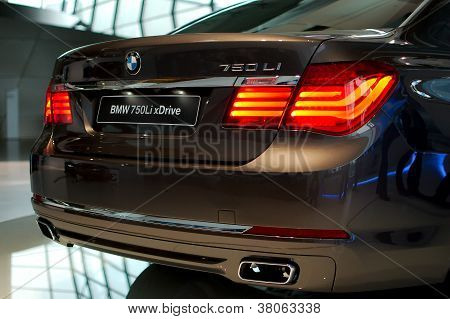 BMW 750Li xDrive rear