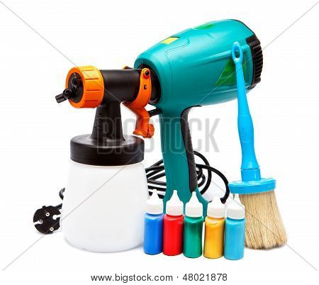 electrical spray gun for coloration for color pulverization and a paintbrush and small bottles with