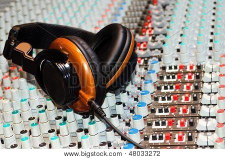 Mixing Des And Headphones