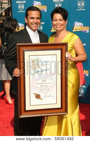 Antonio Villaraigosa and Deborah Lee  at the BET Awards '08. Shrine Auditorium, Los Angeles, CA. 06-24-08