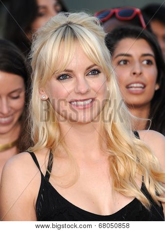 LOS ANGELES - JUN 09:  Anna Faris arrives to the