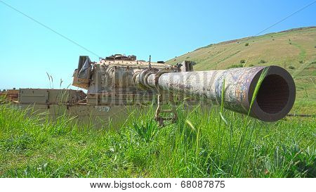 Rusty Tank Turret With Large Caliber Cannon