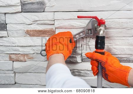 Plumber with flexible tape