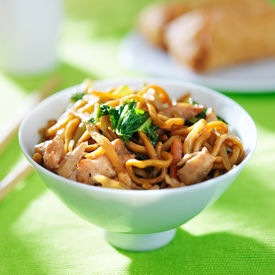 pic of lo mein  - chinese chicken lo mein in a bowl - JPG