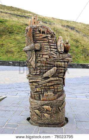 Monument carved out wood. Cliffs of Moher.