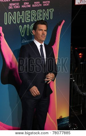 LOS ANGELES - DEC 10:  Josh Brolin at the