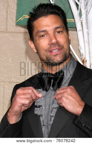 LOS ANGELES - DEC 9:  Manu Bennett at the