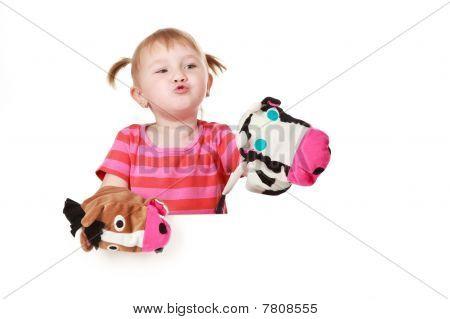 Kleine Mädchen spielen Theater