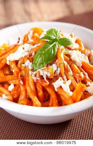 Pasta With Tomatos And Mozzarella
