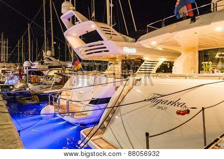 Hvar, Croatia - August 11: Many Boats And Yachts Anchored In The Summer Near The Island Of Hvar On A